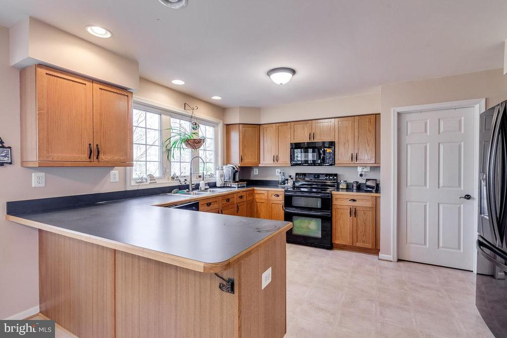 Bright Kitchen - 12840 DUSTY WILLOW RD, MANASSAS