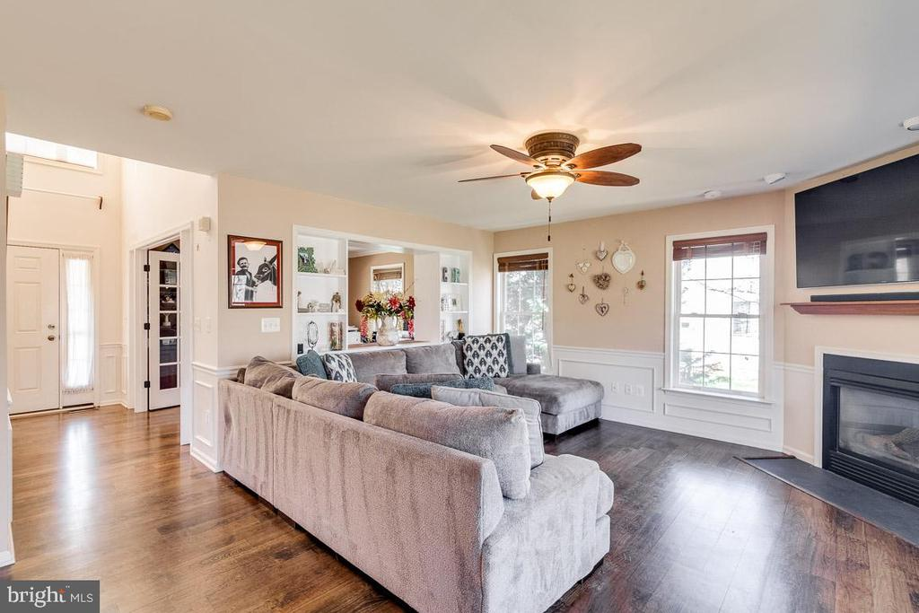 Huge Family Room with Fireplace - 12840 DUSTY WILLOW RD, MANASSAS