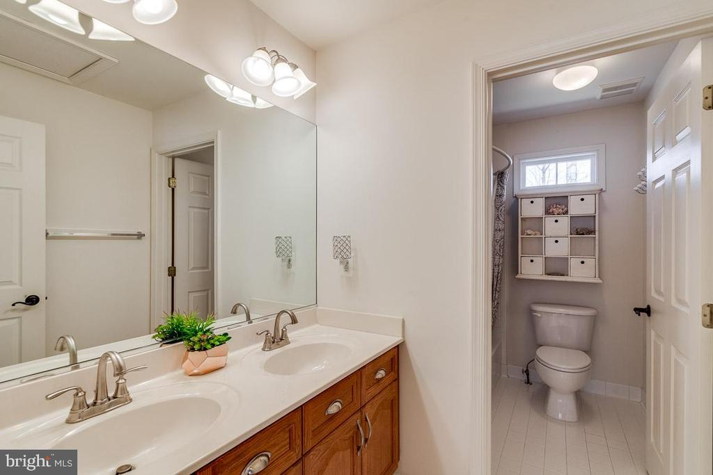 Large Second Level Bath - 12840 DUSTY WILLOW RD, MANASSAS