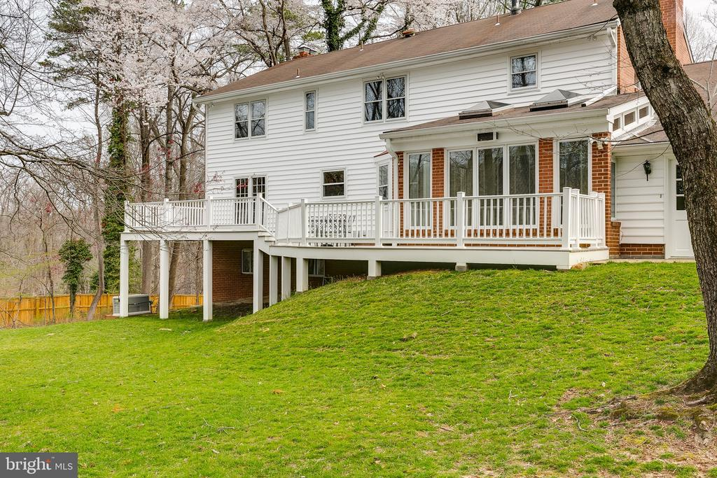 Large Rear Yard w/Expansive Deck & Views of Trees - 8619 GEORGETOWN PIKE, MCLEAN