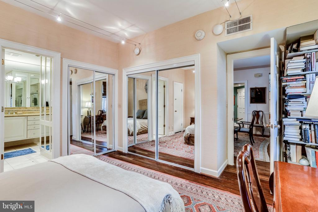 Master Bed, 2 closets and master bathroom - 2301 CONNECTICUT AVE NW #1B, WASHINGTON