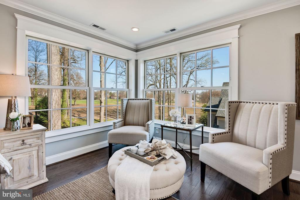 Sitting Area in Owner's Suite - Golf Course Views - 2779 N WAKEFIELD ST, ARLINGTON