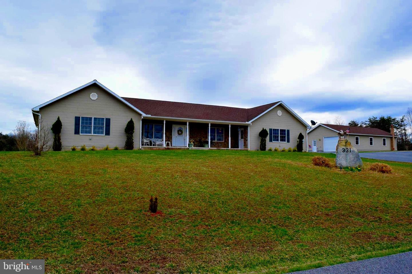 Single Family for Sale at 331 Truax Dr Berkeley Springs, West Virginia 25411 United States