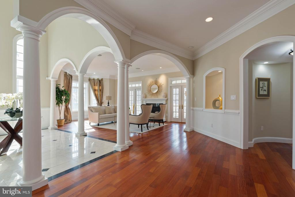View to the formal living room from kitchen - 8033 WOODLAND HILLS LN, FAIRFAX STATION