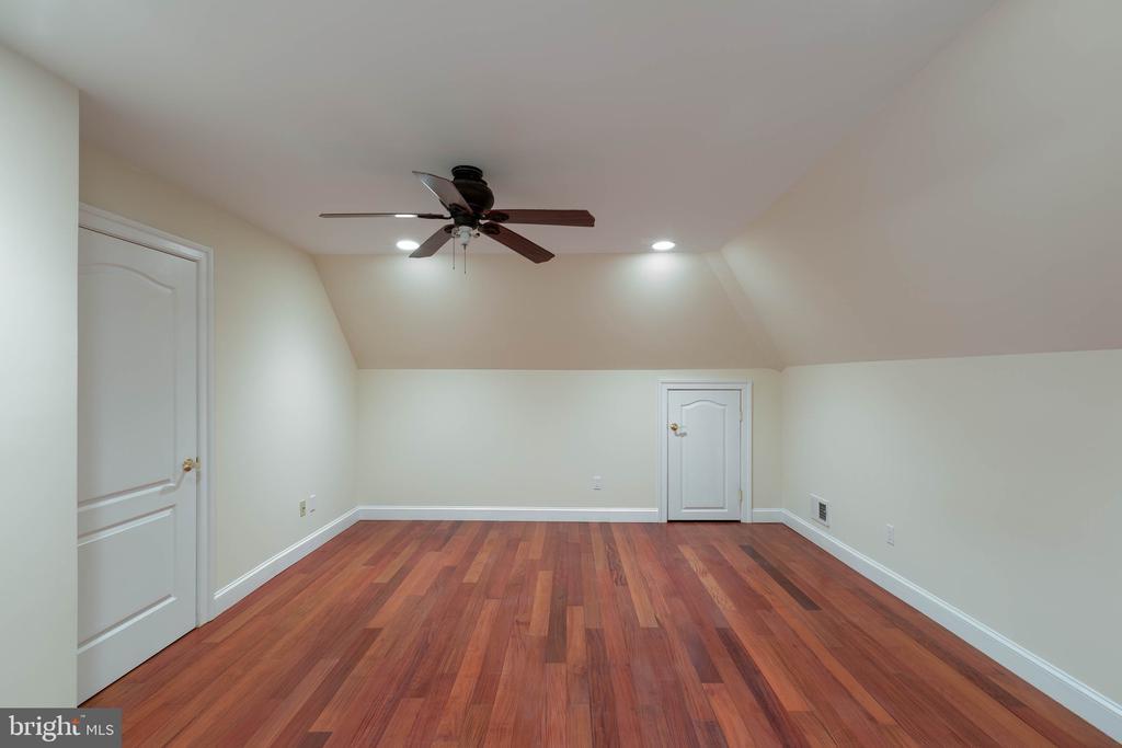 bedroom, no window - 8033 WOODLAND HILLS LN, FAIRFAX STATION