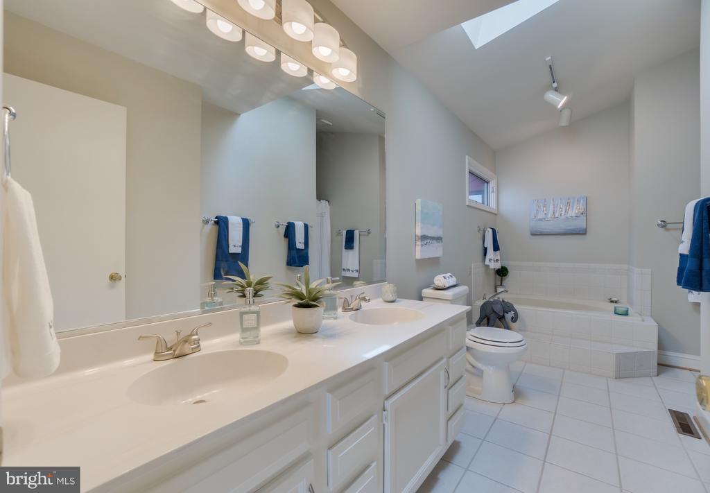 Spa-Like Master Bath to Soak the Day Away!!! - 232 BEACHSIDE CV, LOCUST GROVE
