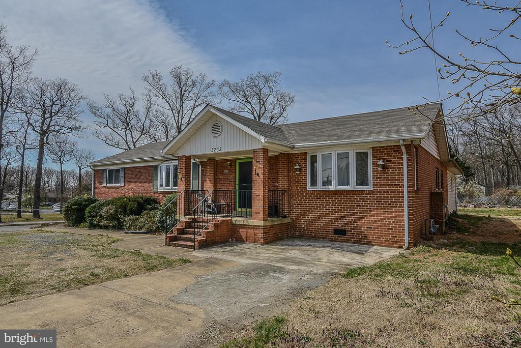 All Brick Rambler with basement & lovely addition - 5232 BACKLICK RD, SPRINGFIELD
