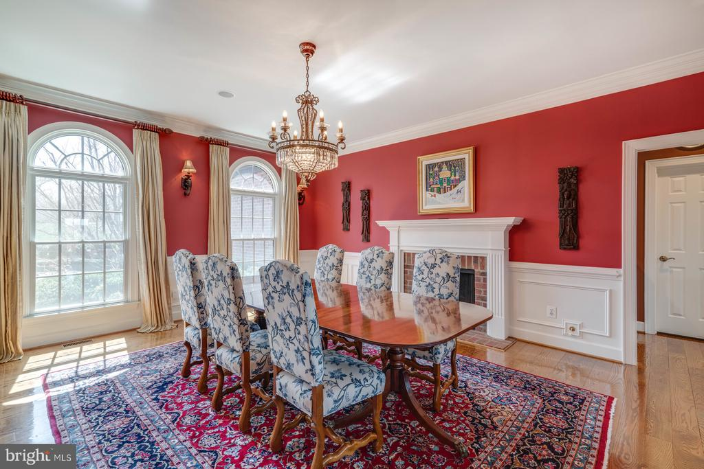 Formal Dining with Fireplace - 41154 GRENATA PRESERVE PL, LEESBURG