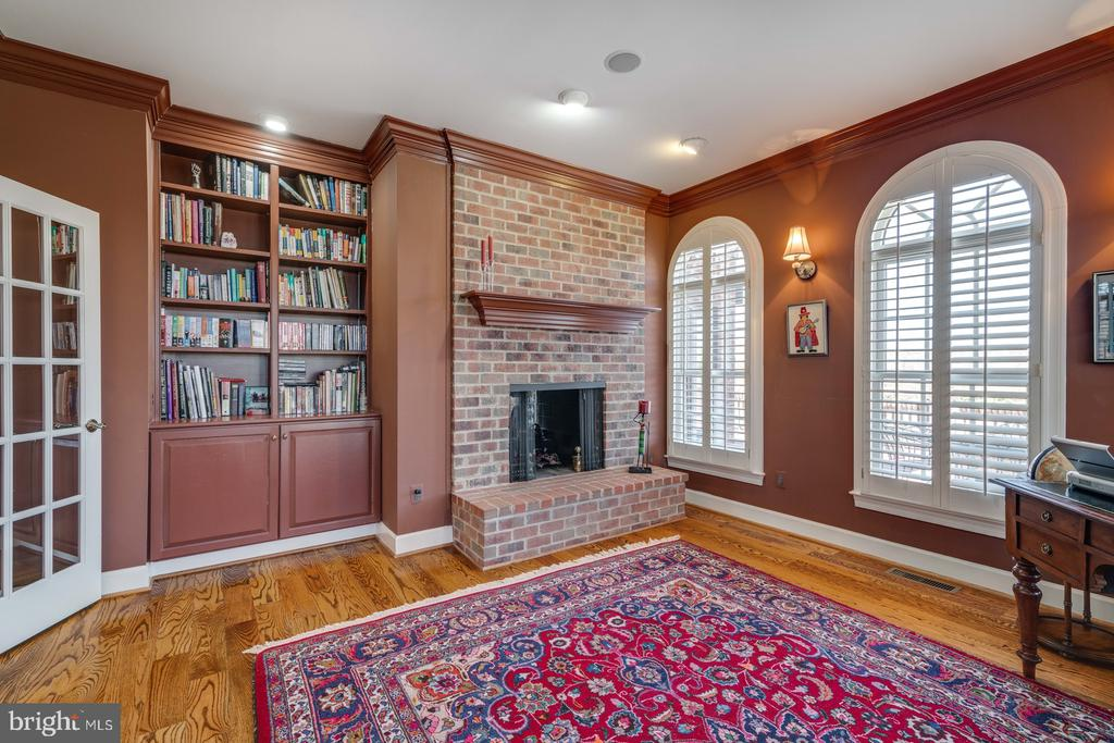 Library Dual Fireplace - 41154 GRENATA PRESERVE PL, LEESBURG