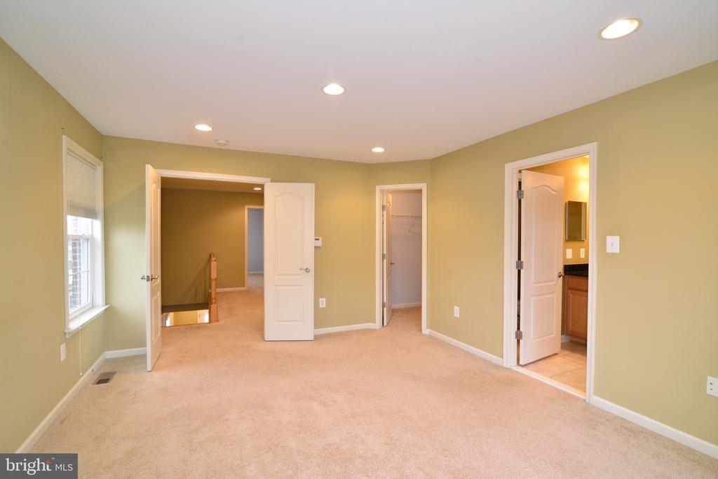 - 20950 HOUSEMAN TER, ASHBURN