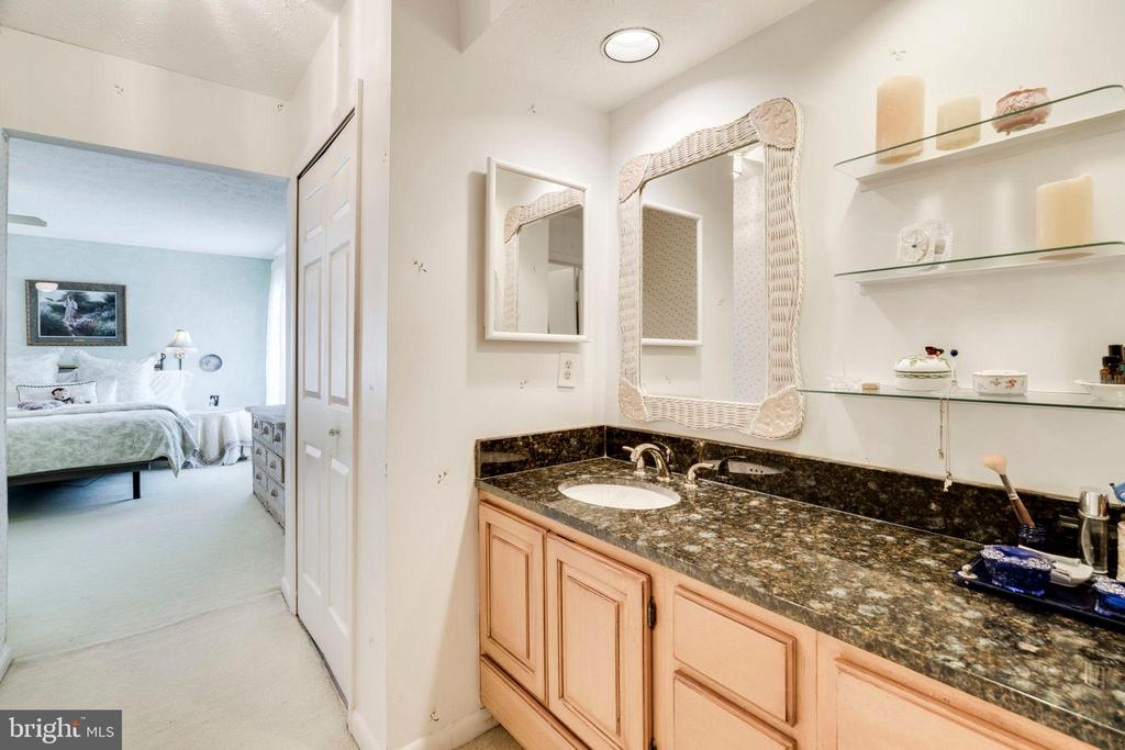 The vanity space you want - 6109 GLEN OAKS CT, SPRINGFIELD