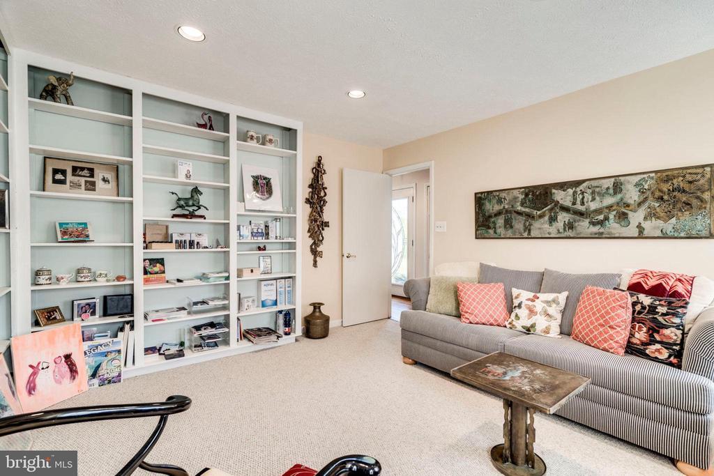 Great home office steps from front door. - 6109 GLEN OAKS CT, SPRINGFIELD