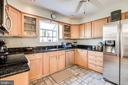 Ample counter space, storage, pantry - 6109 GLEN OAKS CT, SPRINGFIELD