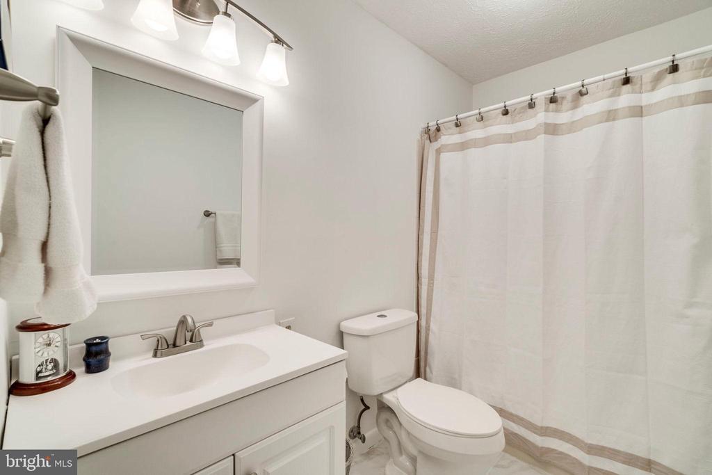 2019 New hall bathroom floor, vanity, toilet - 6109 GLEN OAKS CT, SPRINGFIELD