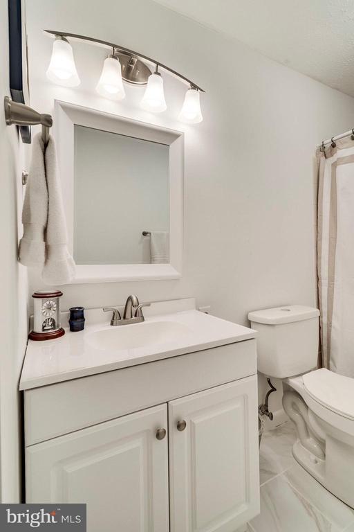 Updated 2019: floor, toilet, vanity, light - 6109 GLEN OAKS CT, SPRINGFIELD