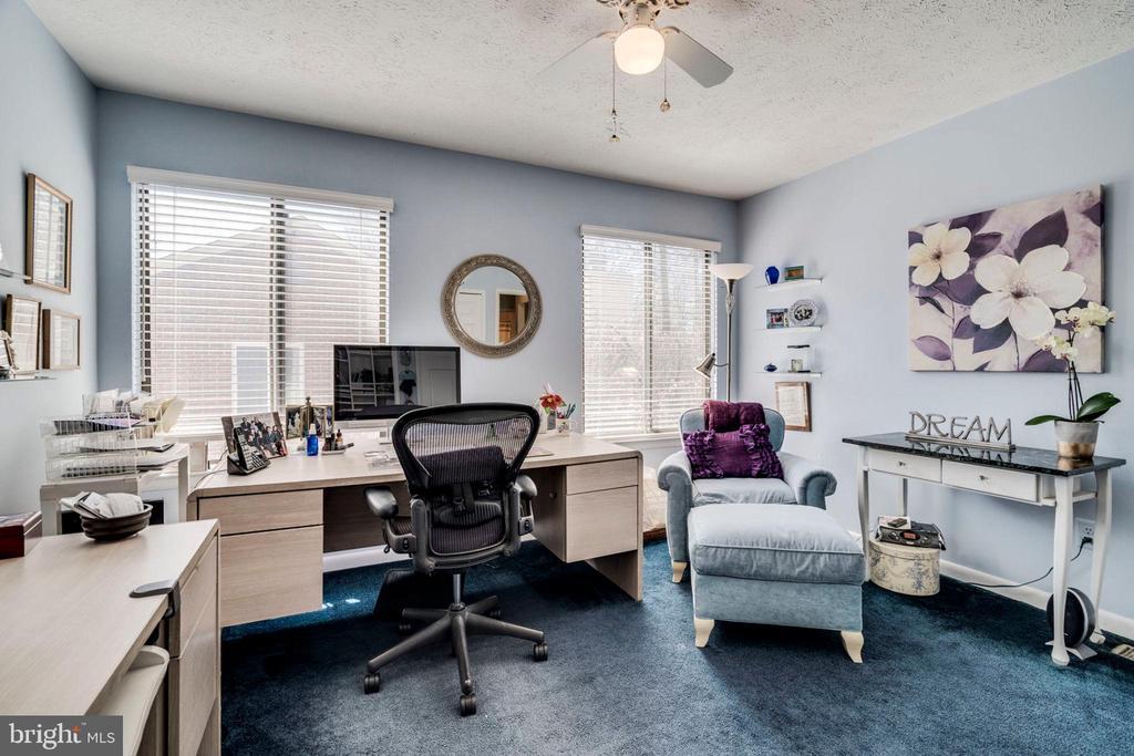 12x13 bedroom for DREAMS to come true - 6109 GLEN OAKS CT, SPRINGFIELD