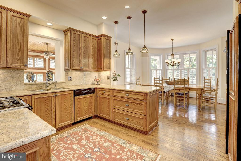 Kitchen - 7116 FAIRFAX RD, BETHESDA