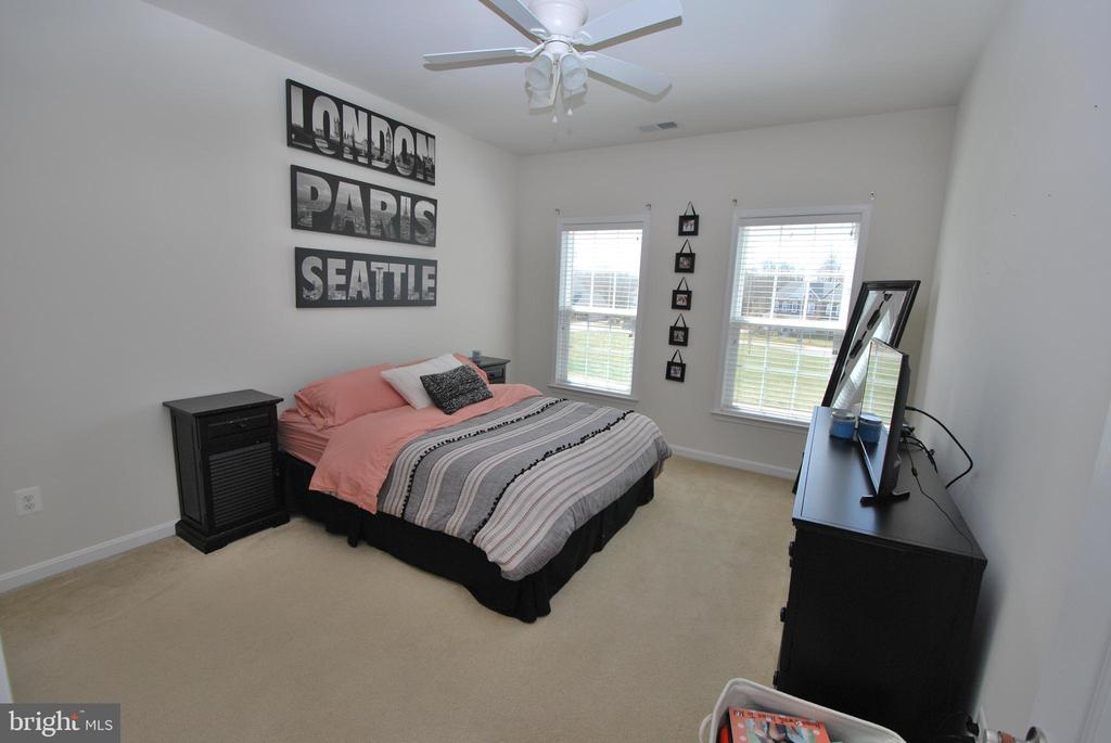 Bedroom #3 with private en-suite bath and WIC - 24436 PERMIAN CIR, ALDIE