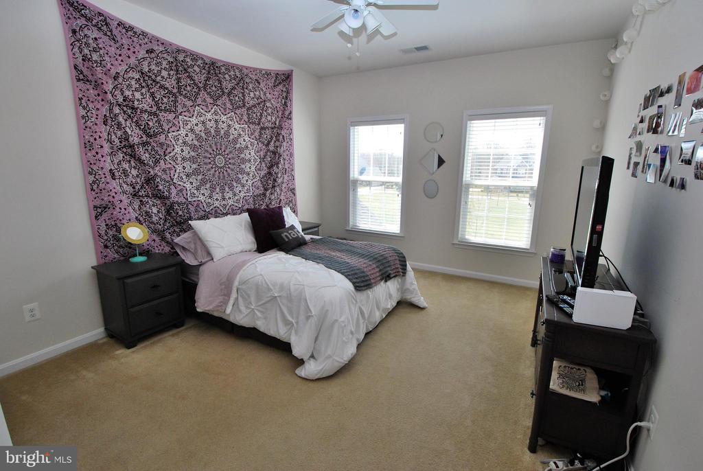 Bedroom #2 with private en-suite bath and WIC - 24436 PERMIAN CIR, ALDIE