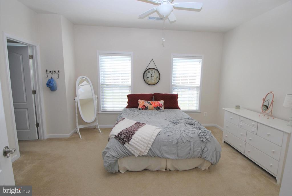 Bedroom #4 with walk-in closet - 24436 PERMIAN CIR, ALDIE