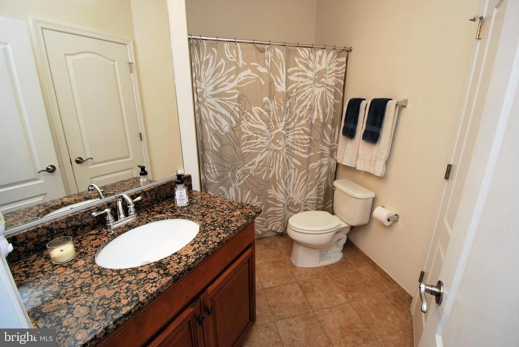 Upgraded Full Bath on Main-level - 24436 PERMIAN CIR, ALDIE