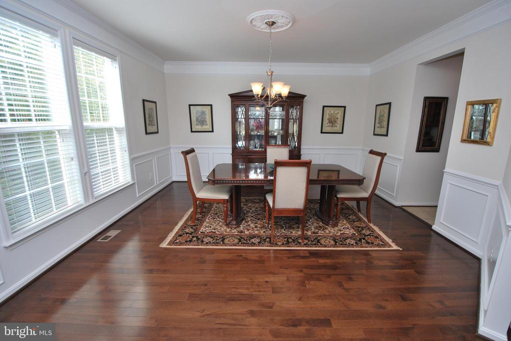 Huge Dining Room with Hardwood - 24436 PERMIAN CIR, ALDIE