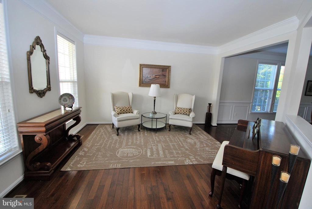 Living Room  with Hardwoods - 24436 PERMIAN CIR, ALDIE