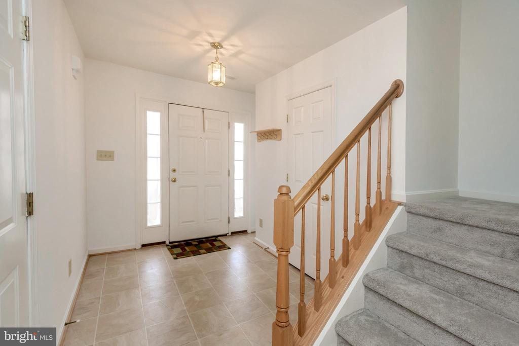 Entry door and stairs to second level - 10019 GANDER CT, FREDERICKSBURG