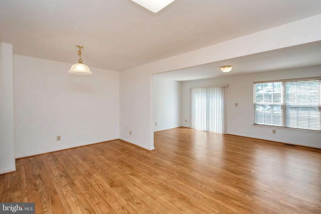 Eat in kitchen w/view  & morning/sitting area - 10019 GANDER CT, FREDERICKSBURG