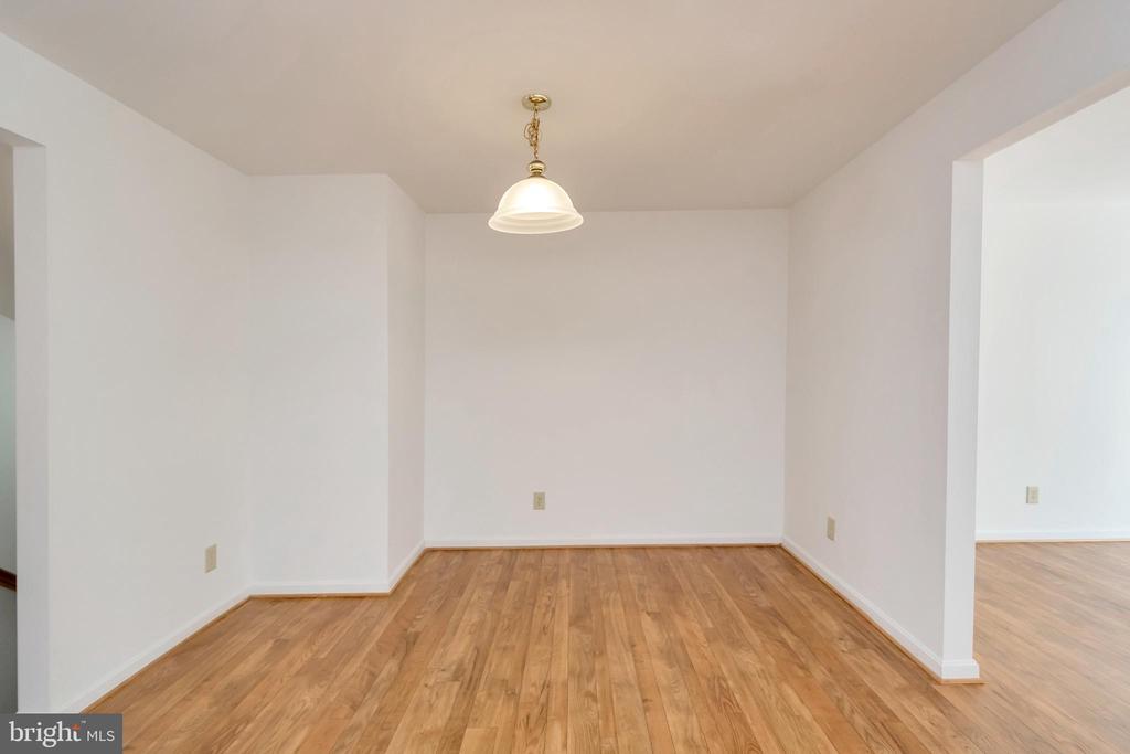Table space in eat in kitchen - 10019 GANDER CT, FREDERICKSBURG