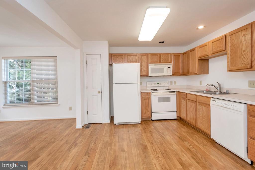 Open kitchen space with pantry - 10019 GANDER CT, FREDERICKSBURG