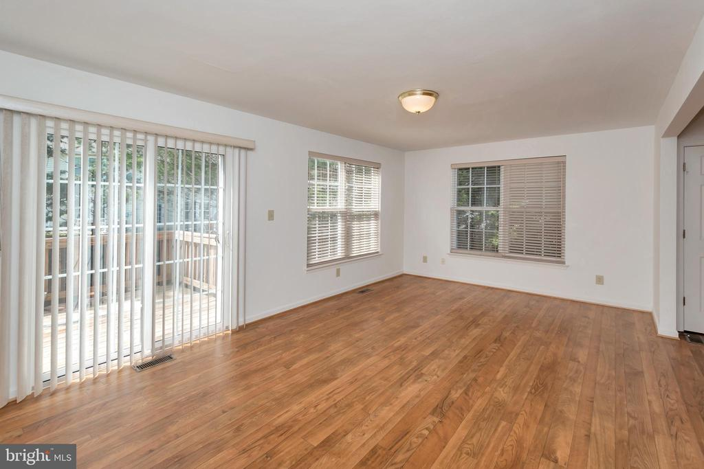 Sliding glass door from sitting room to deck - 10019 GANDER CT, FREDERICKSBURG