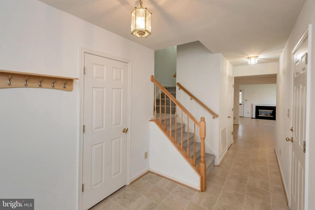 Entry to home and view from foyer - 10019 GANDER CT, FREDERICKSBURG