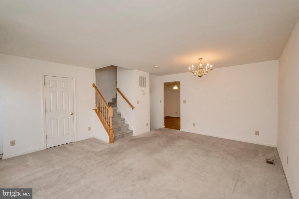 Living room/dining room combination - 10019 GANDER CT, FREDERICKSBURG