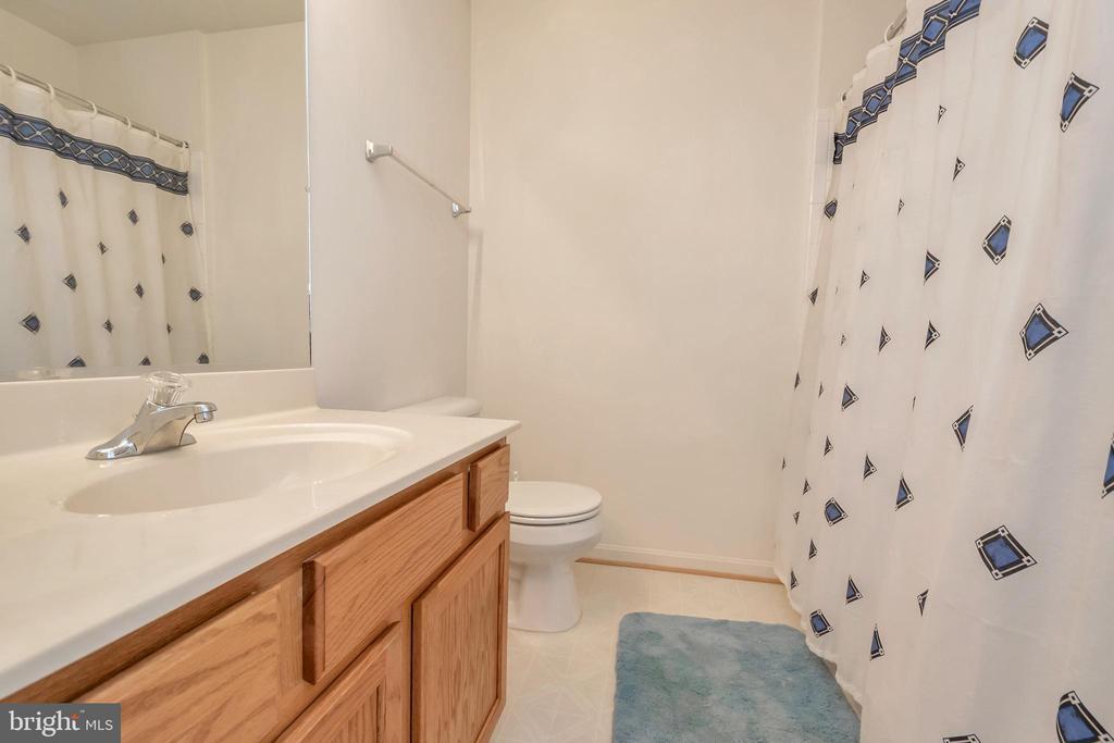 Full bathroom - 10019 GANDER CT, FREDERICKSBURG