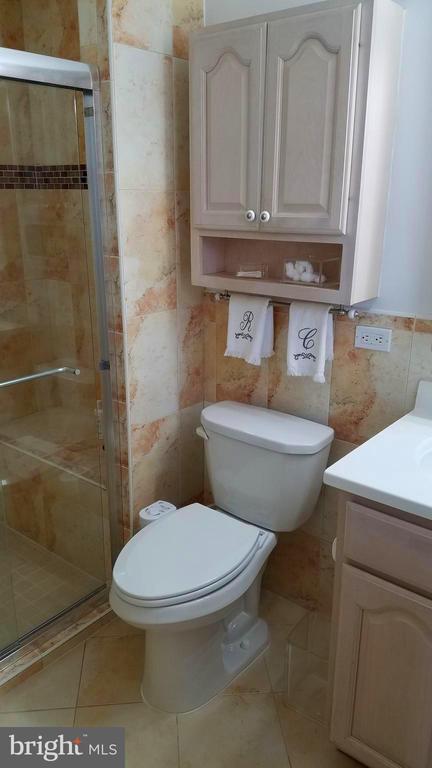 Updated Master Bath - 9329 GLENBROOK RD, FAIRFAX