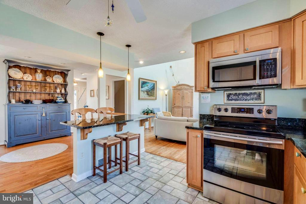 OPEN!! Kitchen with island to sunny Great Room - 6109 GLEN OAKS CT, SPRINGFIELD