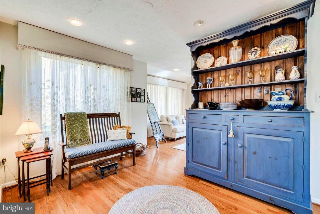 Perfect for Daily eating area, play, homework... - 6109 GLEN OAKS CT, SPRINGFIELD