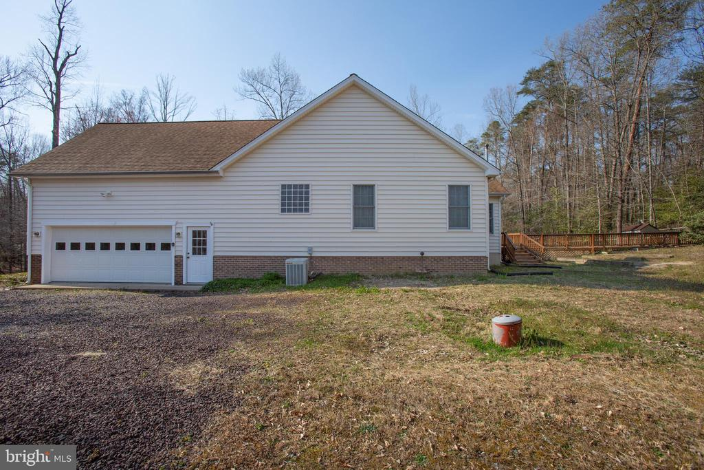 Right side view of home - 7407 BARRISTER CT, SPOTSYLVANIA