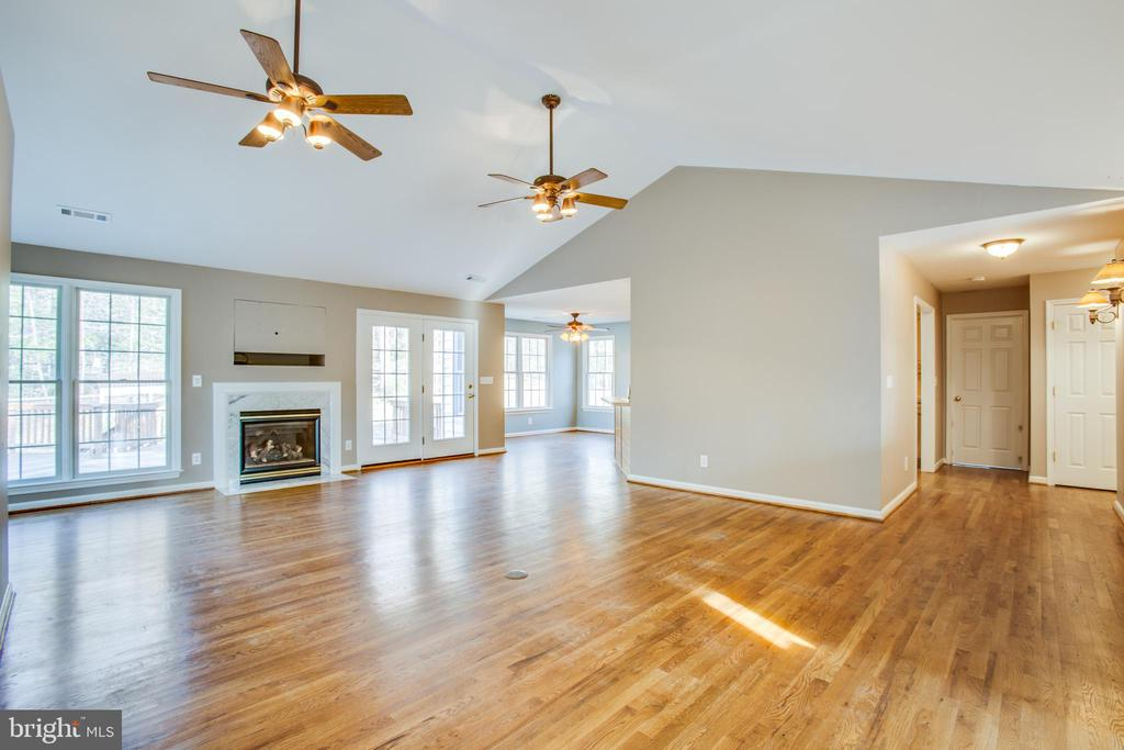 Expansive great room - 7407 BARRISTER CT, SPOTSYLVANIA