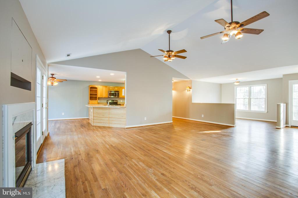 Great entertaining here - 7407 BARRISTER CT, SPOTSYLVANIA