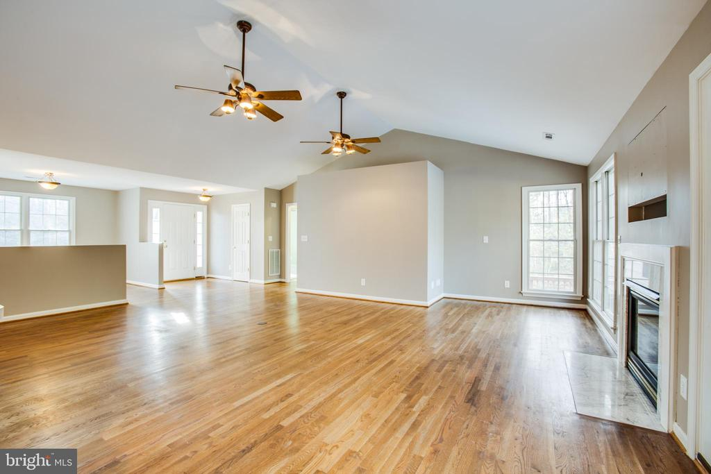 Sunlight shimmering on hardwood floor - 7407 BARRISTER CT, SPOTSYLVANIA