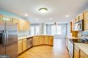 Stainless appliances & lots of cabinets - 7407 BARRISTER CT, SPOTSYLVANIA
