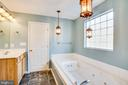 Large jetted tub in Master Bath - 7407 BARRISTER CT, SPOTSYLVANIA