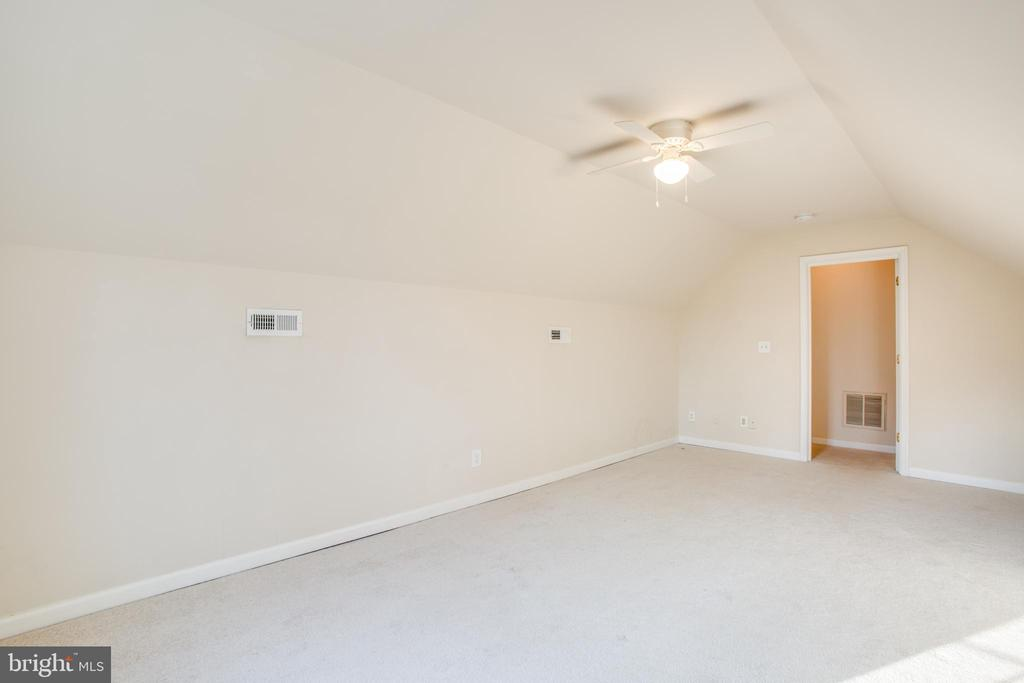 Or just a bonus room or 4th Bedroom (NTC) - 7407 BARRISTER CT, SPOTSYLVANIA