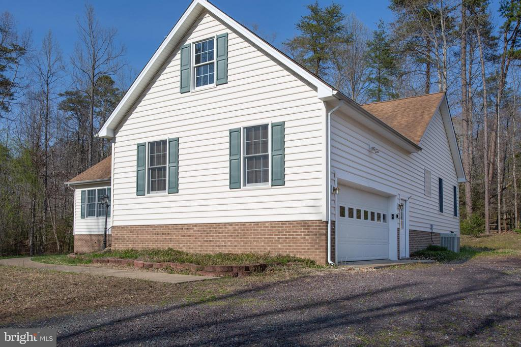 View showing side load garage - 7407 BARRISTER CT, SPOTSYLVANIA