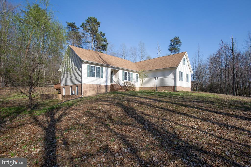 View of home from left - 7407 BARRISTER CT, SPOTSYLVANIA