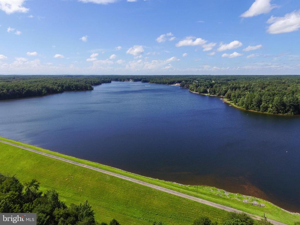 Breathtaking & Scenic Fawn Lake! - 11308 STONEWALL JACKSON DR, SPOTSYLVANIA