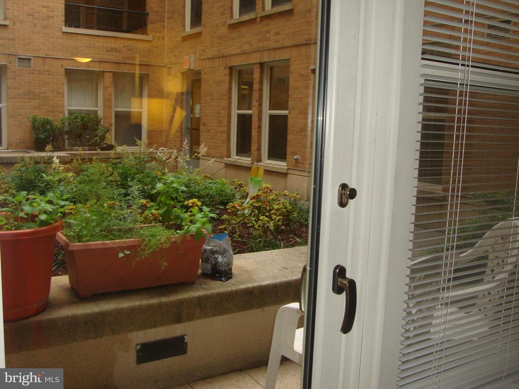 Private outdoor terrace/pation. - 915 E ST NW #316, WASHINGTON