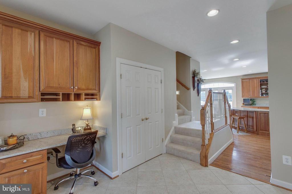 Helps stay organized! Note the back stairs to BRs - 40475 SOUSA PL, ALDIE